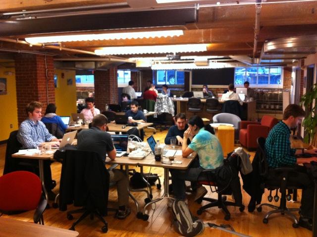 como funciona um coworking feliz