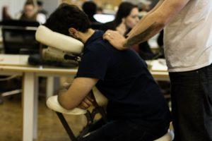 Quick massage na Aldeia